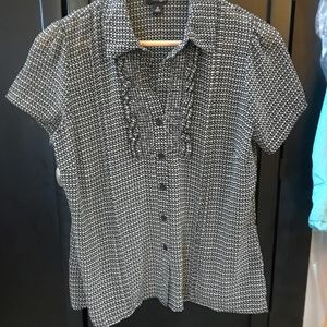 East 5th Black & White Ruffle Fitted Blouse M
